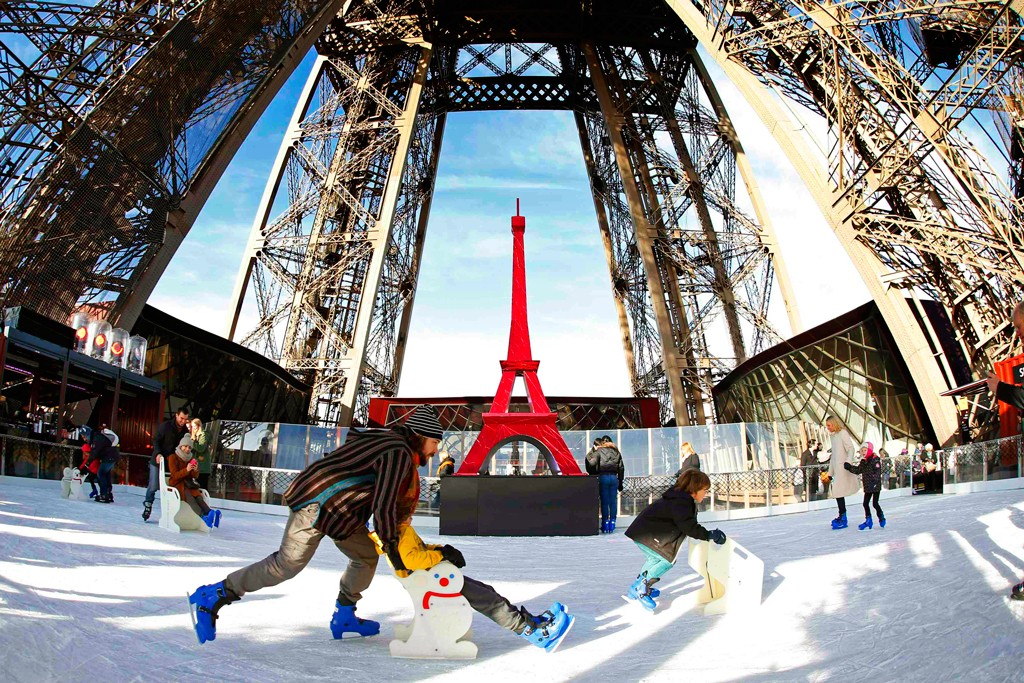 ice-rink-on-eiffel-tower1