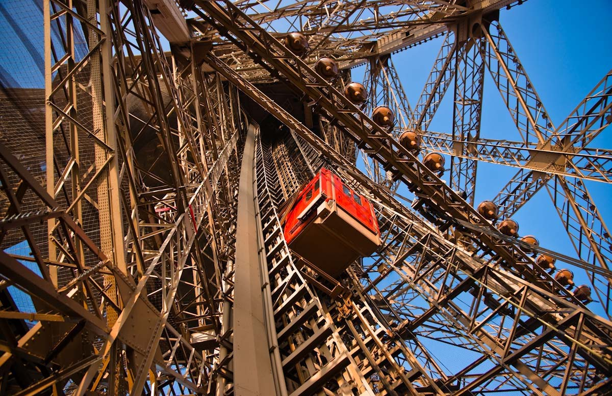 eiffel-tower-construction