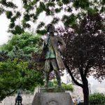 Памятник Шевалье Де Ла Барру
