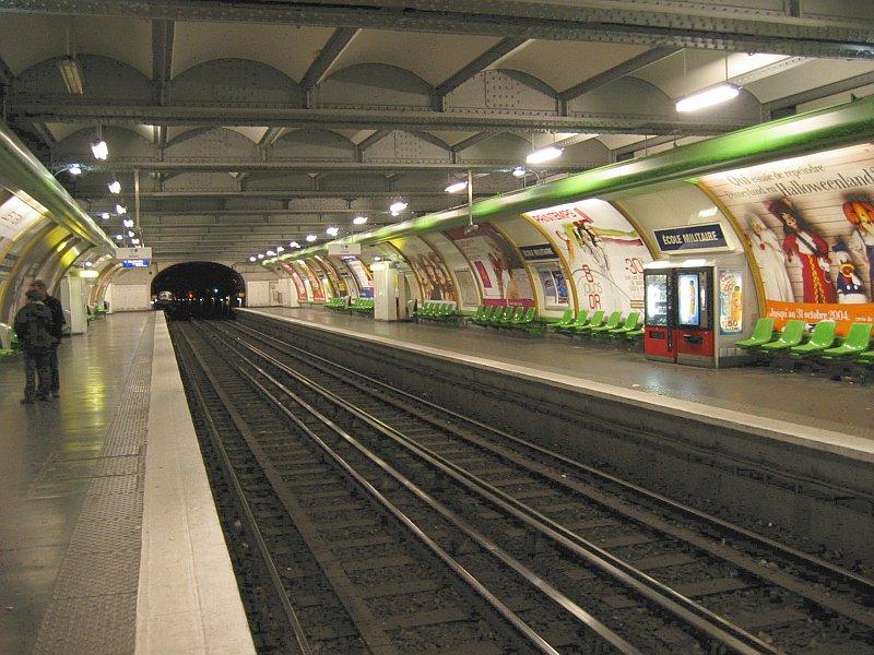 Интерьер Парижского метро