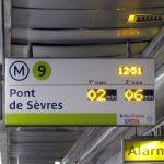 Указатели в метро Парижа