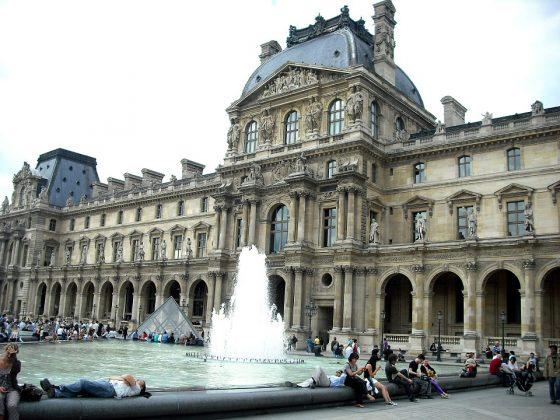 Лувр в Париже (фото)
