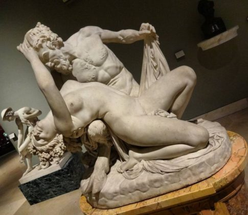 Скульптуры в Лувре