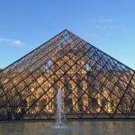 Пирамида возле Лувра