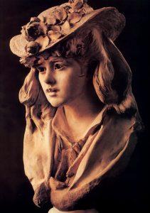 Девушка в шляпе с цветами
