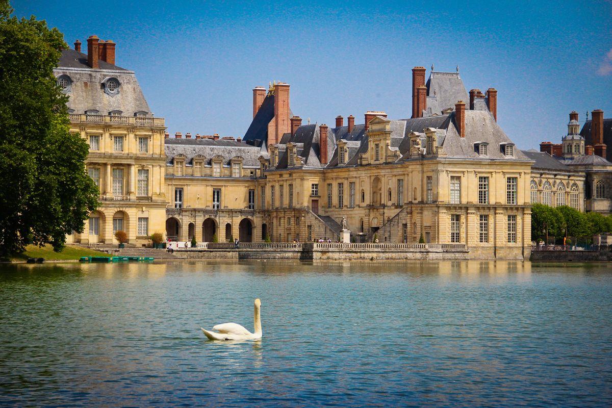 Дворец Фонтенбло в Париже
