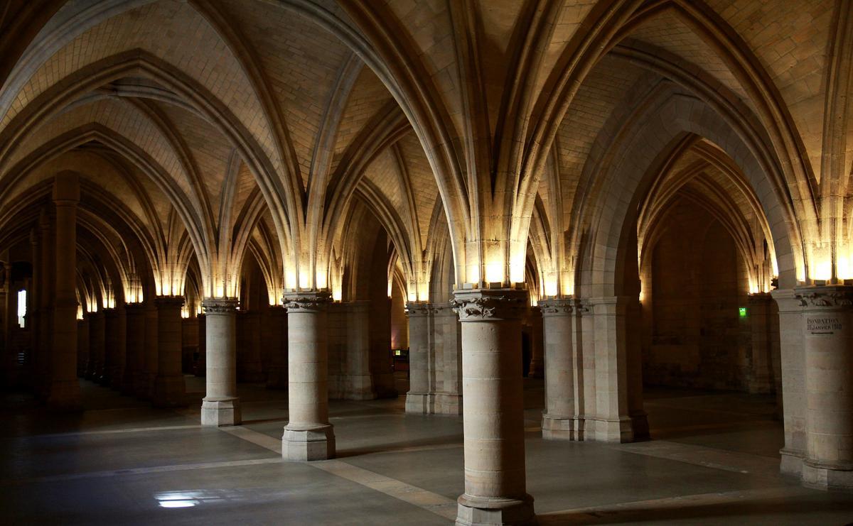 Зал ратников в Дворце Правосудия