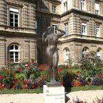 Скульптура Женщина с яблоками