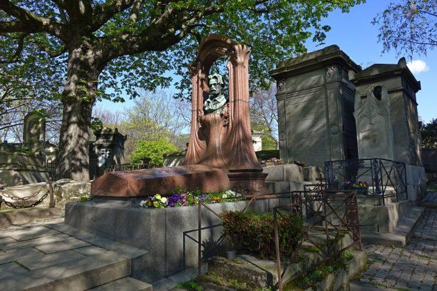 Могила Эмиля Золя (Кладбище Монмартр)