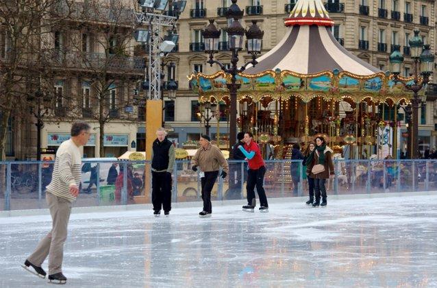 Каток в Париже на Новый год