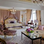 Отель Plaza Athenee Paris в Париже