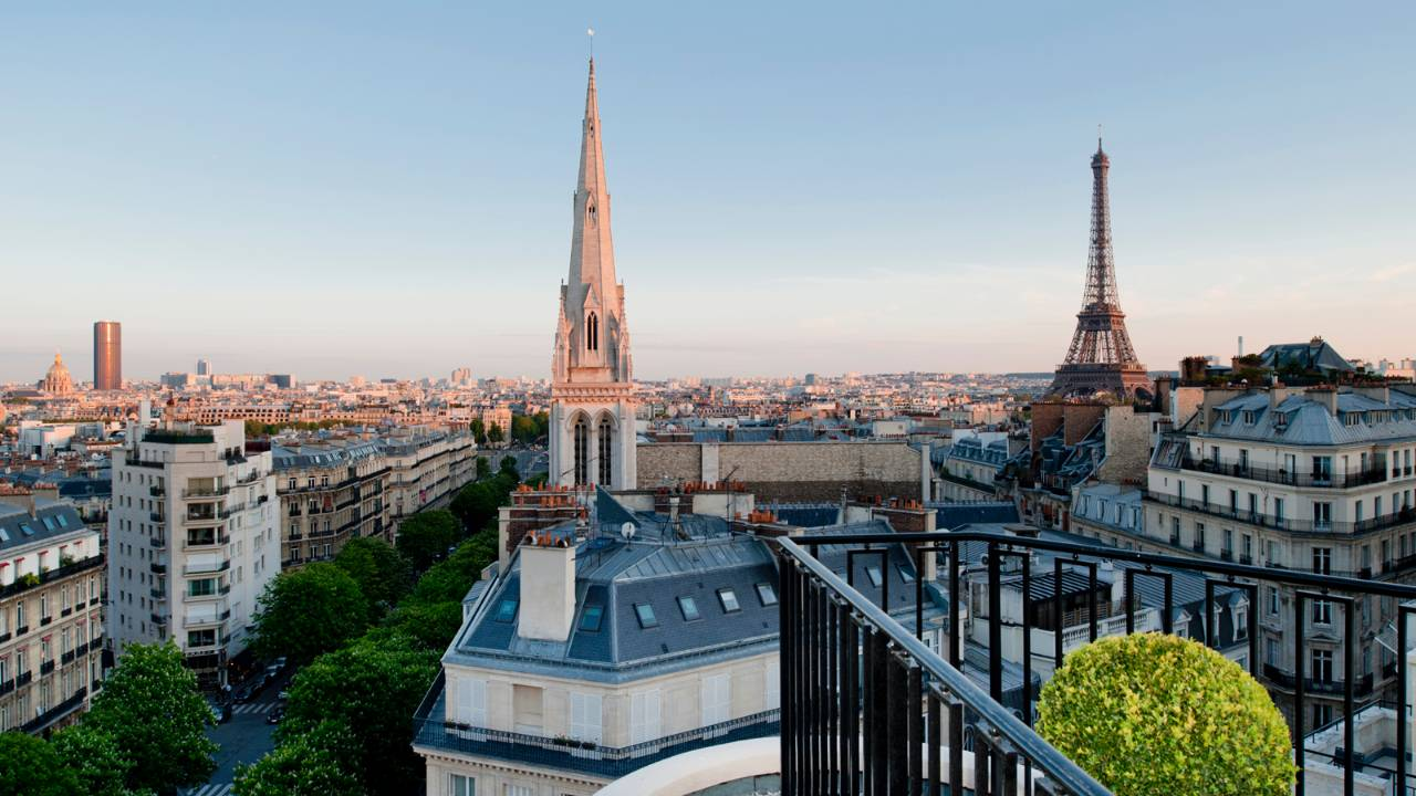 Апартаменты в отеле Four Seasons Paris George V