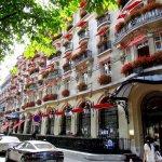 Отель Plaza Athenee Paris в Париже