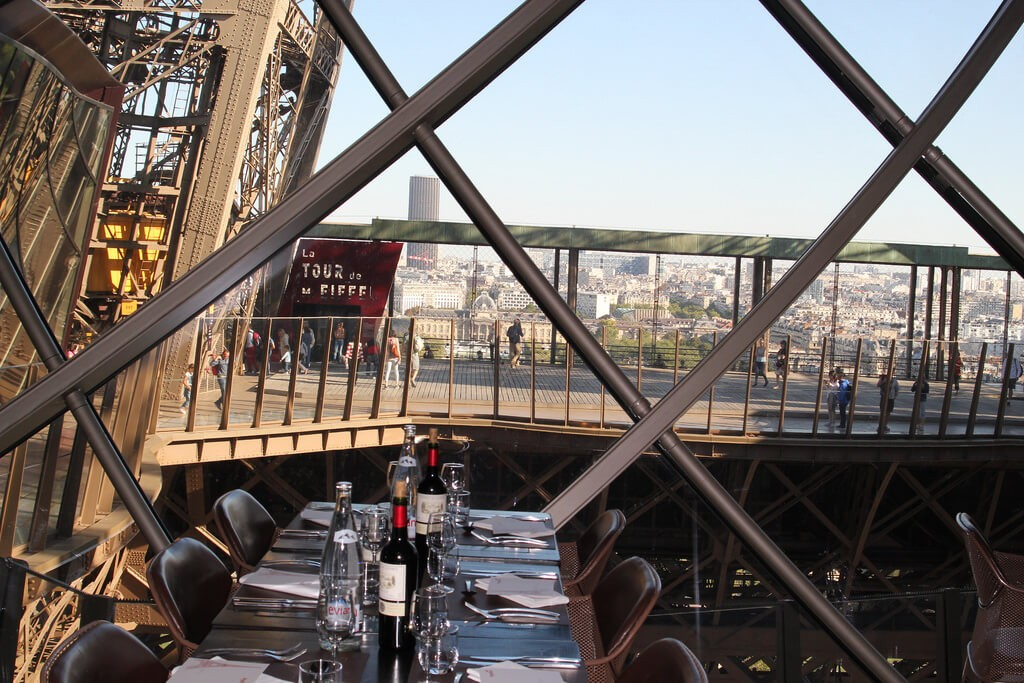 Обед на Эйфелевой башне