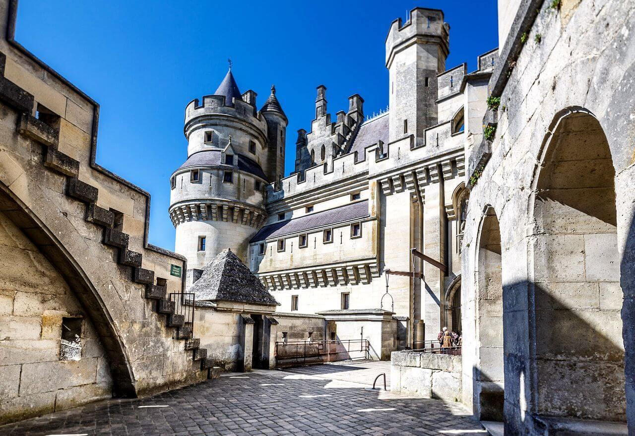 Замок Фонтенбло в Париже