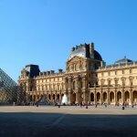 Дворец Лувр в Париже