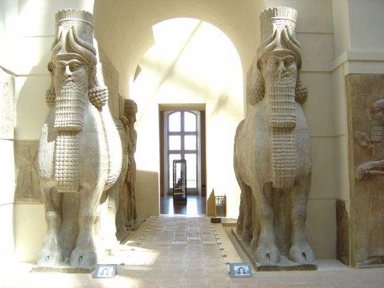 Крылатые ассирийские быки