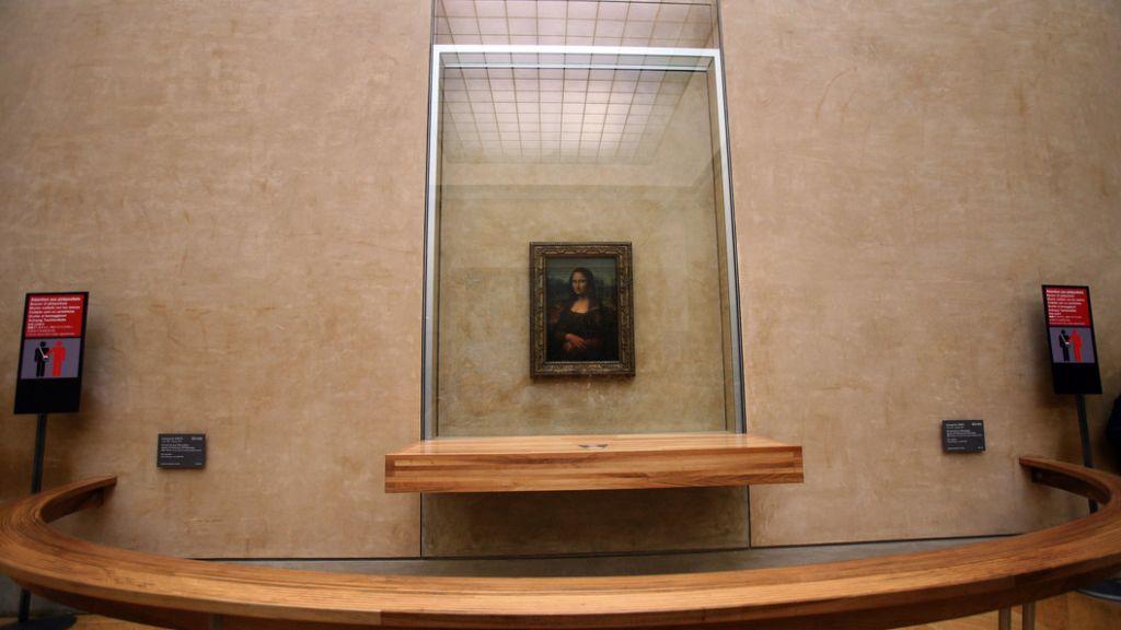 Картина Мона Лиза в Лувре