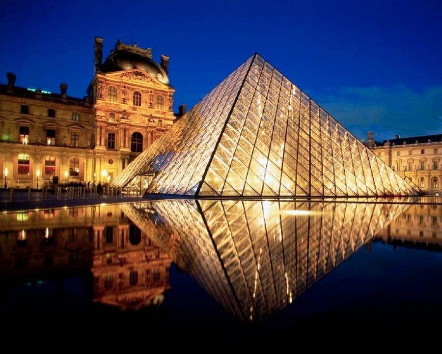 Как попасть в Лувр без очереди?