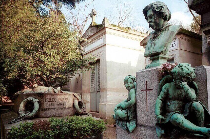 Знаменитые могилы на Пер-Лашез