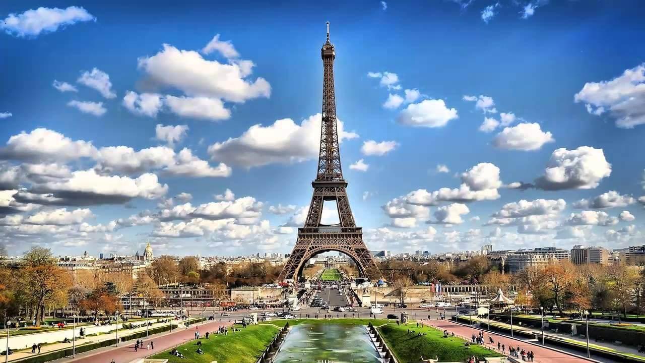 Когда лучше посетить Эйфелеву башню