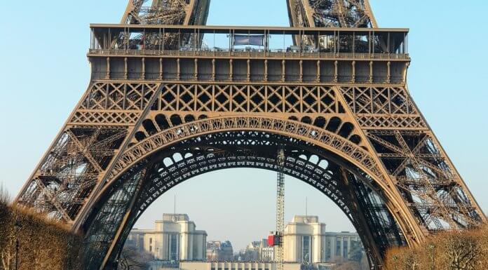 Как попасть на Эйфелеву башню без очереди