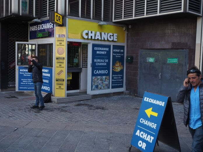 Где поменять деньги в Париже