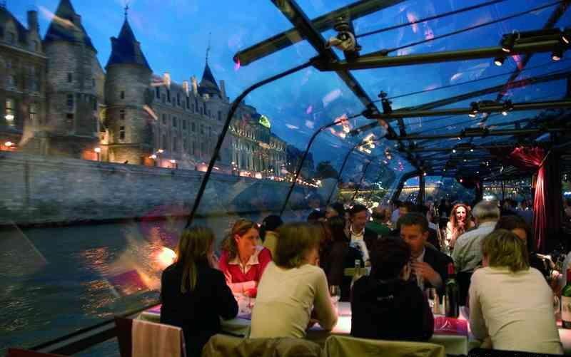 Ужин на кораблике по Сене в Париже