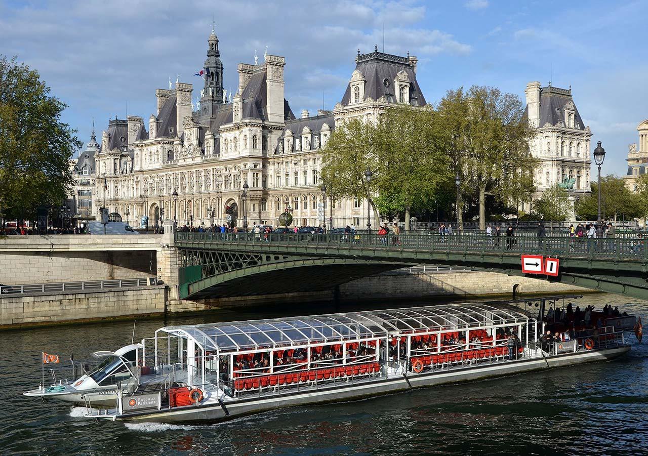 Экскурсия на кораблике по Сене