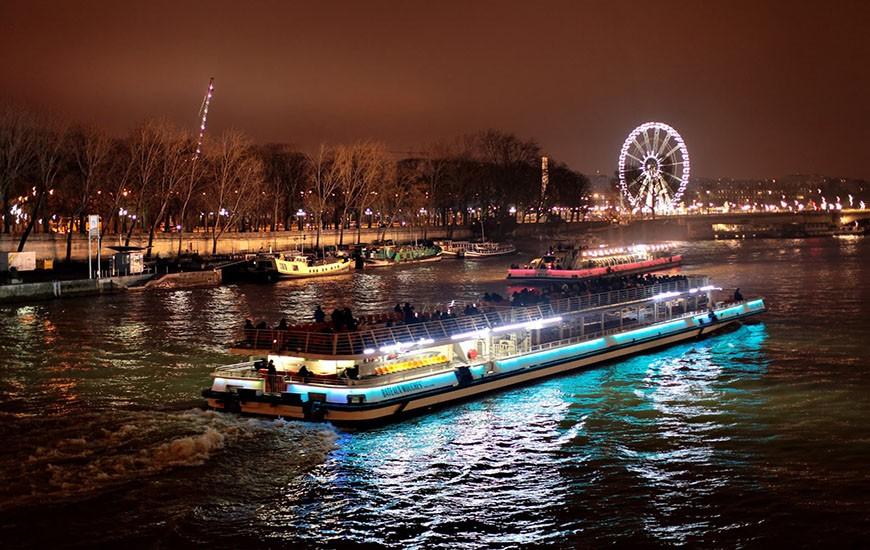 Какие есть прогулки по Сене на корабле