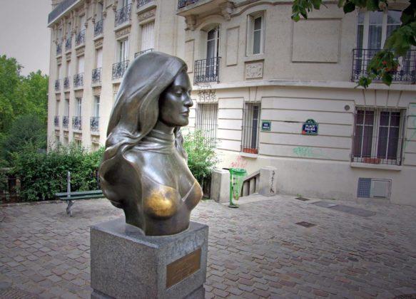 Статуя Далиды