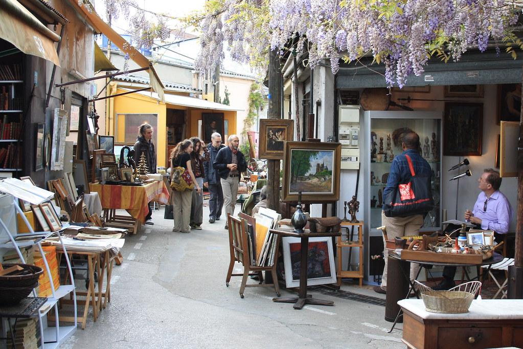 Блошиный рынок Сент-Уэн в Париже
