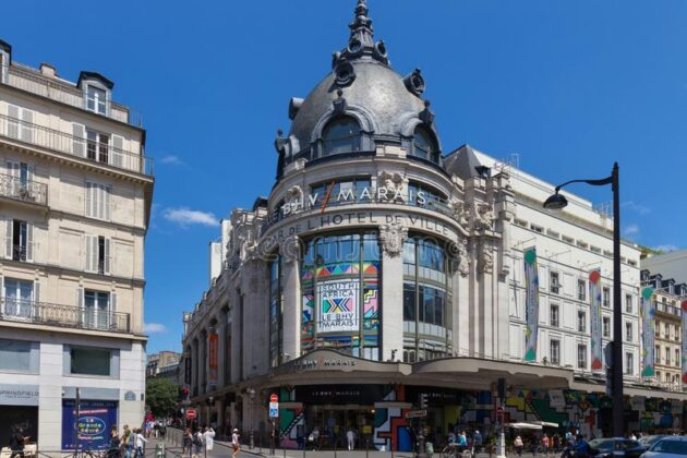 Базар де ль'Отель де Виль в Париже