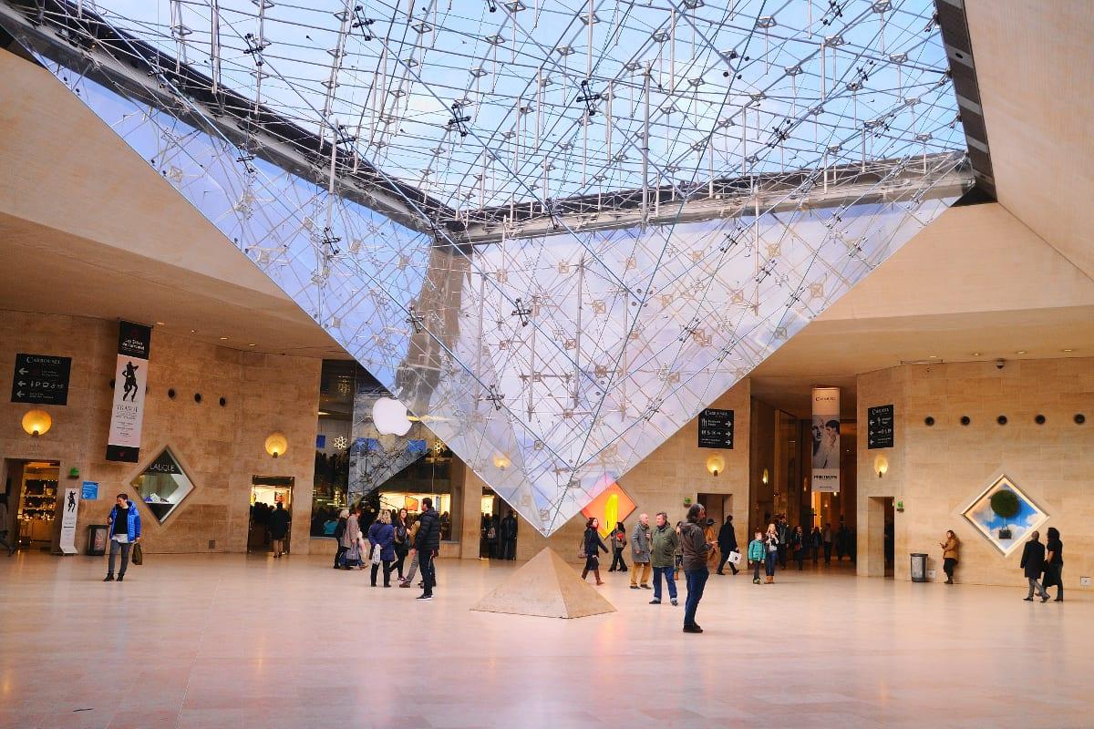 ТЦ Лувр в Париже
